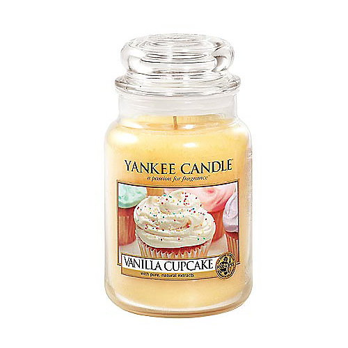 Vanilla Cupcake 22 oz. Classic Candle by Yankee Candle is the rich, creamy aroma of vanilla cupcakes with hints of lemon and lots of buttery icing. T