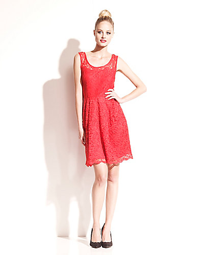 CLASSIC SLEEVELESS LACE DRESS RED