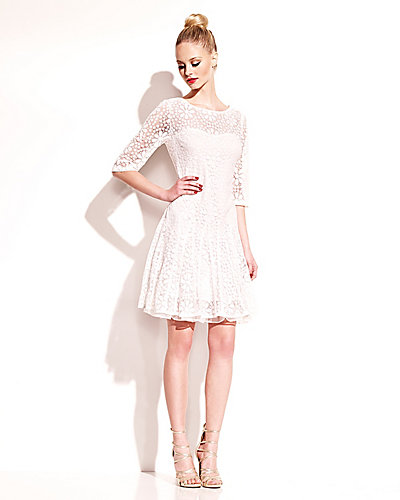 DAISY LACE ELBOW SLEEVE DRESS WHITE