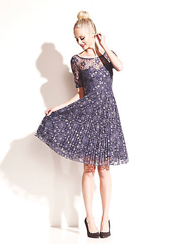 FLORAL LACE DRESS WITH PLEATING NAVY