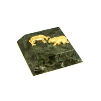 Bull_and_Bear_Paperweight