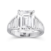 18K_White_Gold_Emerald_Cut_Diamond_and_Trapeze_Diamond_Ring