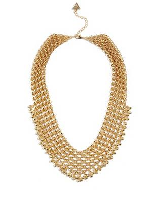 The search for the ultimate wear-everywhere accessory stops here. Modern chain links and a gleaming gold-tone finish deliver trend-perfect appeal to this glamorous statement necklace.