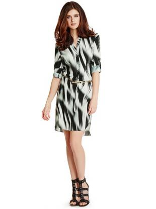 Go from a power lunch to weekend brunch in this sophisticated shirtdress. The abstract striped pattern brings fashion-focused allure while the chain belt and gold-tone hardware lend that covetable touch of glamour every look needs.
