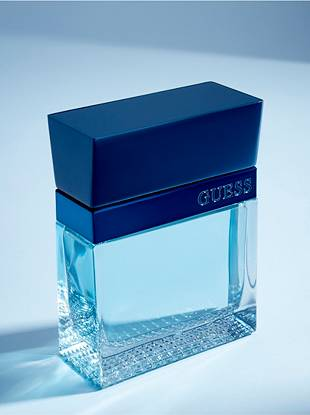 This seductively addictive fragrance features a fresh mixture of peppery notes and aquatic accords grounded with an earthy base. With its irresistible appeal, this sophisticated scent is ideal for the modern man.      • Notes of citrus caviar, blue coral aquaspace, cardamom and black pepper create a magnetic fragrance • The package features a clean logo design with a masculine color combination of blue and white • Eau de Toilette Spray, 1.7 oz   All orders containing a fragrance purchase will be shipped via ground shipping.