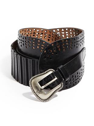 Give your weekend looks that extra dose of glamour with this statement-making belt. Perforated details and a shiny silver-tone buckle lend trend-perfect appeal to your summertime street style.
