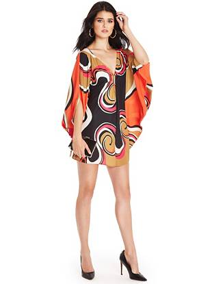 Psychedelic and chic, this swirl-print kaftan takes '70s glamour to a whole new level. The free-flowing cut brings effortless allure and the gunmetal-tone accent offers a luxurious finish.