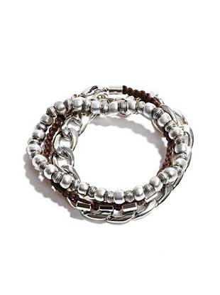 Ideal for your casual looks, this simple and stylish bracelet trio is the perfect accessory.