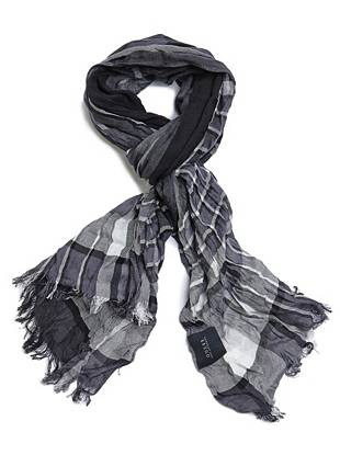 Lightweight construction and a signature plaid pattern make this scarf a year-round layering essential.