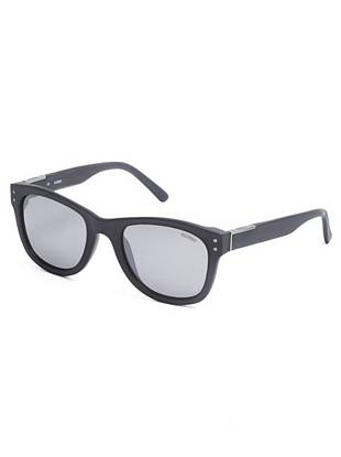 A modern matte finish makes these classic wayfarers an essential for the trend-conscious guy.