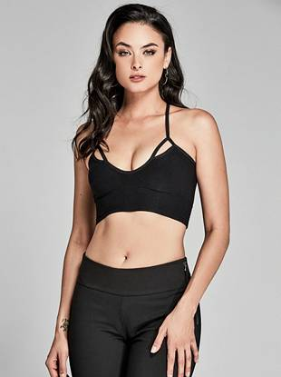 Looking for a new way to refresh your wardrobe basics? With a coveted super-stretch fit, modern cutouts and a T-strap back, this second-skin bralette delivers effortless comfort and style to your everyday looks.