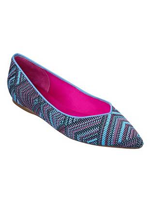 Make a chic statement (and stay comfortable) in our favorite new flats. With a tribal-inspired woven pattern and on-trend pointed toe, they're sure to turn heads day or night. •Woven flats. Pointed toe. •Multicolor fabric upper •Cushioned insole •Material: Fabric