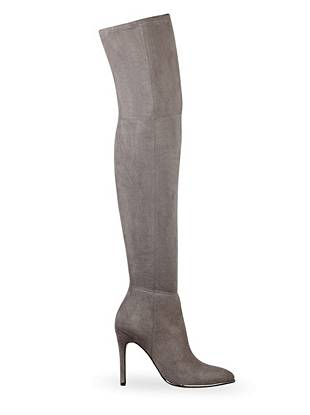A hint of metallic brings subtle glamour to these ultra-sexy boots. Plus, the pointed toe and over-the-knee design makes a tempting all-eyes-on-you statement.