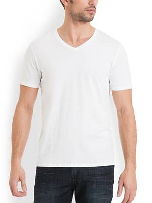 A wear-always essential, this washed V-neck feels super-soft and fits just right. A unique dye technique gives it a worn-in look that feels extra relaxed. Pick up every color so you're never without one.      • V-neck tee. Short sleeves.  • Oil wash finish • 100% Cotton • Machine wash