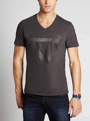 With its abstract take on our iconic triangle, this ultra-soft tee gives you a new way to sport your favorite logo.