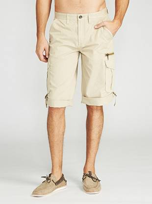 Ultra-comfortable construction and cargo detail craft these iconic twill shorts. Featuring a streamlined yet lived-in look, this pair radiates casual-cool style. Tab detail lets you roll them up when you want.