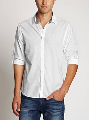A season-right take on a classic white shirt, this slim-fit button-down is both timeless and comfortable.