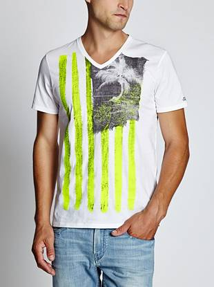 A modern American flag and palm tree-print team up to create this easygoing tee.