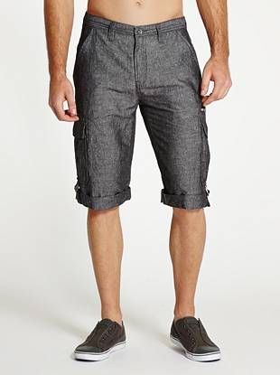 With a casual three-quarter length, classic cargo detailing and an allover box-weave pattern, these updated shorts offer the ultimate laid-back summer look.