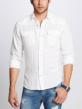 With a slim-fit, Western-inspired detail and an overall put-together vibe, this button-down is a new essential.