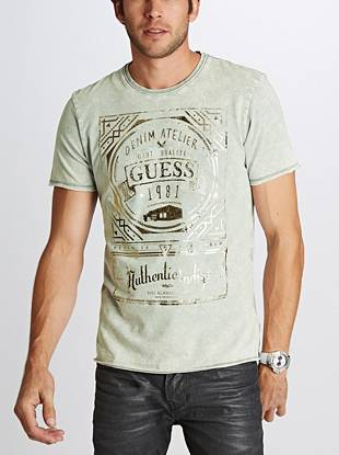 An iconic logo graphic and ultra-soft jersey make this tee a must for your relaxed looks. Raw edges and metallic detail add modern appeal.