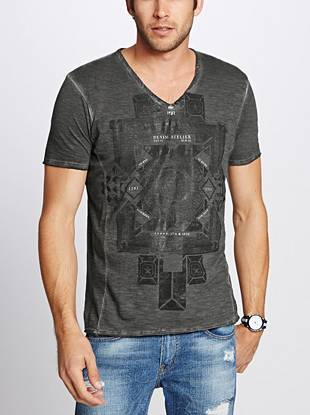 This short-sleeve tee is constructed from super-soft cotton and finished with a unique vintage-inspired graphic and raw edge seams.