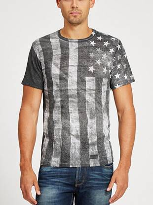 Bring patriotic edge to your weekend looks with this American flag crewneck tee.