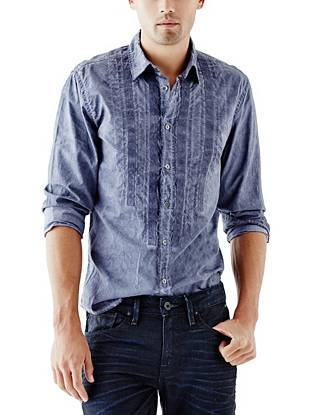 Modern piecing and a worn-in tumble-washed effect give this button-down a look that's both laid-back and polished.
