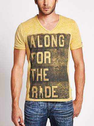 Give your casual looks that rebellious on-the-road vibe with this distressed
