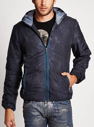 A worn-in, tumble-wash effect delivers subtle edge to this signature puffer jacket. Ideal for casual days around town or rugged weekends outdoors, it's your new go-to for when temperatures start to drop.