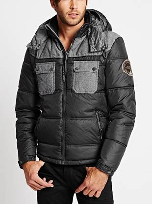 Casual and completely versatile, this puffer jacket is ideal for the guy with rugged style. The mixed-material, color-blocked design gives it a modern look while the aviator-inspired logo patch delivers authentic vintage appeal.