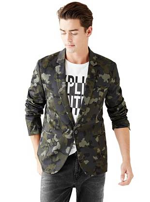 Our best-fitting blazer, now in a modern camouflage print. Wear it casually during the day or dress it up at night for a look that's polished with just the right amount of edge.