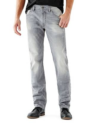 WHY YOU NEED IT: Already a best-seller in Europe, this fit is a new basic you'll love. The mid-weight denim offers a slight stretch that keeps you comfortable. They're similar to our popular Slim Straight but have a slightly higher rise and roomier fit for a more laid-back look. The medium grey shade acts as a perfect everyday alternative to classic indigo.