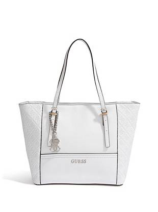 Fashionable and functional, this iconic tote is one of our key pieces this season. The covetable saffiano texture is accented by 4-G logo-embossed details, making it a go-to for every GUESS girl.