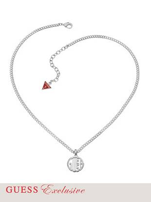 The ultimate outfit-elevating accessory has officially arrived. Featuring a sleek silver-tone finish and bold logo pendant, this necklace is an iconic essential every GUESS girl should own.