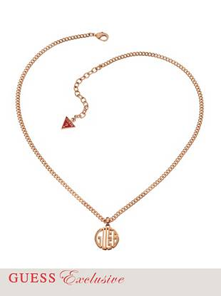 The ultimate outfit-elevating accessory has officially arrived. Featuring a sleek rose gold-tone finish and bold logo pendant, this necklace is an iconic essential every GUESS girl should own.