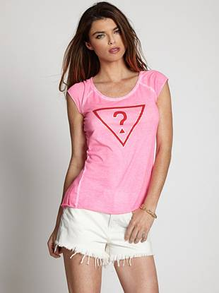 Bring an iconic, casual touch to your laid-back looks with this ultra-comfortable tee. A simple triangle logo graphic makes a bold statement while a worn-in effect adds vintage-inspired appeal.