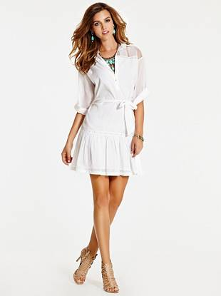 Vintage-inspired yet completely trend-right, this sweet shirtdress is a must-have for casual days and nights.