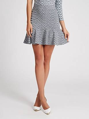 Irresistibly sexy and oh-so-flattering, this fit-and-flare skirt is your new go-to for a night out. Stretch bandage construction hugs your curves and a modern space-dyed print delivers statement-making appeal.