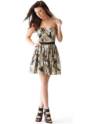Holiday parties call for a little glitz and glamour, and this dress brings all of that and more. The fit-and-flare silhouette creates a flattering shape and the swirl design embodies the season's festive mood.