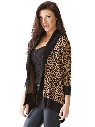 No outfit is complete without a little bit of leopard print, and this cardigan ensures you always have it. The bold intarsia design is offset by contrasting solid trim, creating a modern and completely versatile layering piece.
