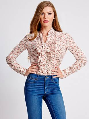 A feminine take on the Western-inspired trend, this floral-print blouse is just what you need for fall. The tie-neck design and pleated details make it one of our top picks for the season.