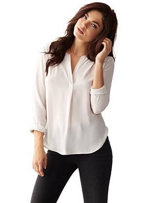 Effortlessly sexy, this lightweight blouse is perfect for dressing up or down. Subtle detailing adds a modern touch to the easy-to-wear silhouette.