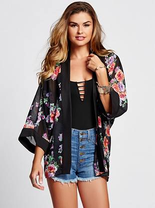 The kimono trend is one that lasts season after season, and this floral-print piece is the perfect way to nail the look. An inspired oversize design and breezy, lightweight construction work together to create a style that's effortless and completely necessary.
