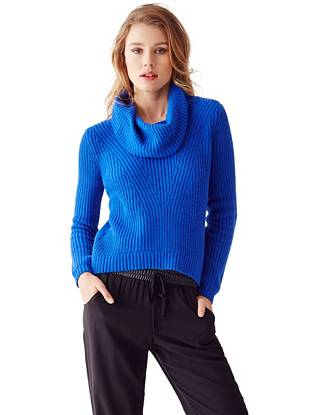 Master the well-layered street-style look with this essential knit sweater. The high-low hem puts it right on trend and the turtleneck design keeps you cozy even on the coldest days.