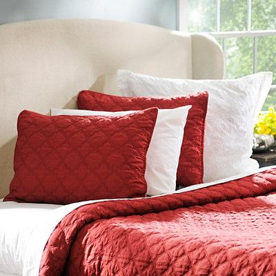 Ruby Red Quatrefoil 3-pc. Queen Quilt Set