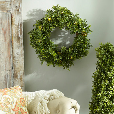 Pre-Lit Boxwood Wreath, 15 in.