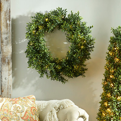 Pre-Lit Boxwood Wreath, 24 in.