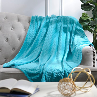 Pebble Dot Turquoise Plush Throw Blanket