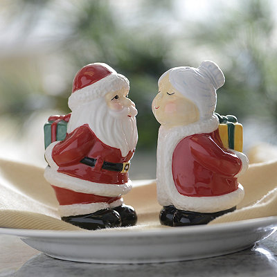 Santa and Mrs. Claus Salt and Pepper Shaker Set